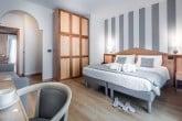 Sobe z vmesnimi vrati in balkon depandansa